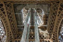 Close-upmening van het kader van de Toren van Eiffel Stock Afbeeldingen