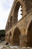 Close-upmening van het Romein gebouwde aquaduct van Pont du Gard, vers-Pont-Du Stock Foto's