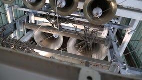 Close-upmening van klokken van de metaal de orthodoxe kerk De Kerkklokken van de bodemmening stock video