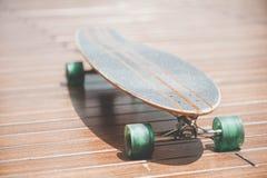 Close-upmening van longboard stock fotografie