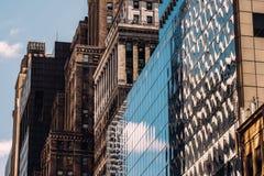 Close-upmening van oude en moderne wolkenkrabbers in de Stad van Murray Hill Midtown Manhattan New York royalty-vrije stock fotografie