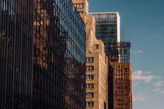 Close-upmening van oude en moderne wolkenkrabbers in de Stad van Tudor City Midtown Manhattan New York royalty-vrije stock afbeelding