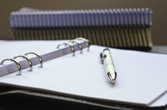 Close-upmening van potlood, blocnote en boeken Royalty-vrije Stock Afbeeldingen