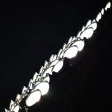 Close-upmening van stadionschijnwerpers die in dark gloeien Royalty-vrije Stock Afbeelding