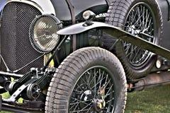 Close-upmening van voorband, stootkussen, en koplamp van klassiek Bentley stock foto's