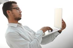 close upp affärsmanbärbar datorworking arkivfoton