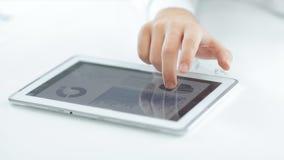close upp använda för tablet för affärsman digitalt Foto med kopieringsutrymme arkivfoto
