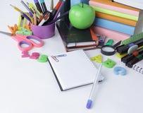 close upp white för penna för bakgrundsanteckningsbok öppen Foto med kopieringsutrymme arkivfoto