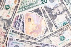 Close-uppartij van Amerikaanse dollar en euro contant geldbankbiljetten Conceptensprong, daling, tarief, muntuitwisseling, schuld stock fotografie