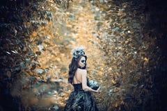 Close-upportret van Calavera Catrina in zwarte kleding De make-up van de suikerschedel Dia DE Los Muertos Dag van de Doden Hallow stock afbeelding