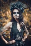 Close-upportret van Calavera Catrina in zwarte kleding De make-up van de suikerschedel Dia DE Los Muertos Dag van de Doden Hallow stock foto's