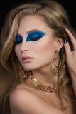 Close-upportret van elegante vrouw met mooi blondehaar Royalty-vrije Stock Fotografie