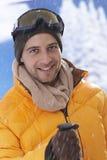 Close-upportret van gelukkige skiër Royalty-vrije Stock Afbeeldingen