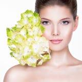 Close-upportret van jonge mooie vrouw met gezond schoon s Royalty-vrije Stock Foto's
