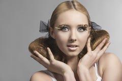 Close-upportret van meisje met leuke samenstelling Royalty-vrije Stock Afbeelding