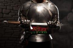 Close-upportret van middeleeuwse ridder in pantser Royalty-vrije Stock Afbeeldingen