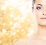 Close-upportret van mooi, vers, gezond en sensueel meisje stock foto