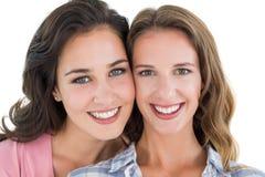 Close-upportret van mooie jonge vrouwelijke vrienden Stock Foto's