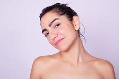 Close-upportret van mooie Spaanse jonge vrouw Royalty-vrije Stock Fotografie