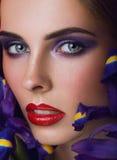 Close-upportret van schoonheids jonge vrouw met Stock Afbeeldingen