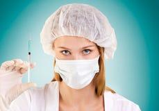 Close-upportret van Vrouwelijke Verpleegster met Spuit royalty-vrije stock fotografie