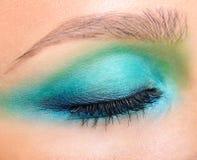 Close-upschot van wijfje gesloten oog en brows met avondmake-up Stock Foto's