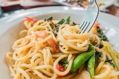 Close-upspaghetti met Bestek op witte plaat Italiaans voedsel Stock Afbeelding