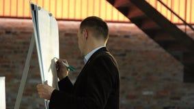 Close-upspreker Coaching die aan boord van Bedrijfsconcept schrijven stock videobeelden