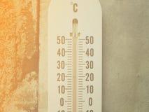 Close-upthermometer die temperatuur in graden Celsius tonen Stock Foto