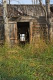 Close view of abandoned log house Royalty Free Stock Images