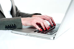 Close view of woman hands using laptop Royalty Free Stock Photos