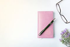 Closed notebook with pen Royalty Free Stock Photography