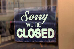 Closed shop. A closed shop has a sign in the schauf nests. sorry, we're closed Stock Photos