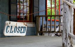 Closed sign linked to chain. Architecture in the USA stock image