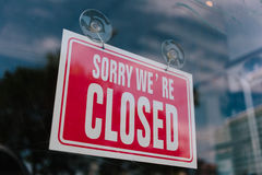 Closed sign in shop window Royalty Free Stock Photos
