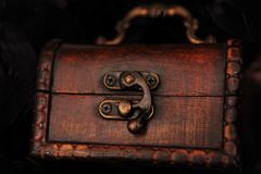 Closed small treasure chest Royalty Free Stock Photography