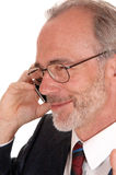 Closeuo d'homme d'affaires heureux au téléphone portable Images stock