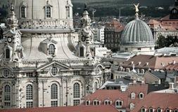 Closeuop на Frauenkirche и крышах Дрездена стоковая фотография