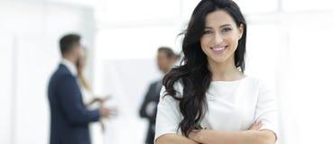 closeup Исполнительная женщина в офисе стоковое изображение
