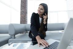 closeup менеджер женщины в офисе Стоковое Изображение RF