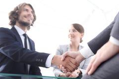 closeup партнеры рукопожатия финансовые i стоковое фото rf