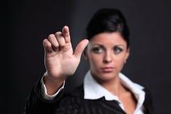 closeup рукопожатие руки дела протягивая женщину Стоковое Изображение RF