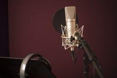 Closeup av aktiveringen för stämmainspelningstudio Royaltyfria Bilder