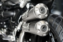 Closeup av avgasrör eller intag av den tävlings- motorcykeln Pho för låg vinkel Royaltyfri Foto
