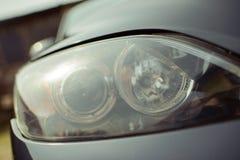 Closeup av bilbillyktan Royaltyfri Bild