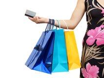 Closeup av bilden av kvinnan med den shoppingpåsar och kreditkorten Arkivfoto