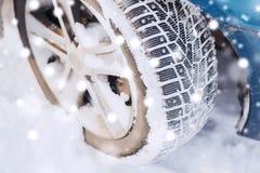 Closeup av bilhjulet arkivbilder