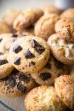 Closeup av blandade kakor Havremjöl marshmallow, chokladchiper Royaltyfri Fotografi