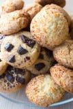 Closeup av blandade kakor Havremjöl marshmallow, chokladchiper Royaltyfri Foto