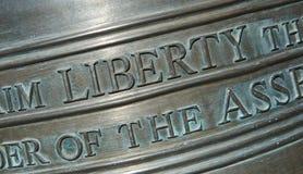 Closeup av bokstäver på Liberty Bell-Horizontal Arkivfoto